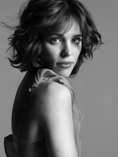 Rachel McAdams Lovin her short hair. Should I stop growing out the locks and Rachel McAdams Lovin he Short Brown Hair, Short Wavy, Short Hair Cuts, Short Hair Styles, Rachel Mcadams Body, Rachel Anne Mcadams, Cabelo Lucy Hale, Trending Hairstyles, Girl Hairstyles