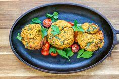 Keftas de Lentilles Corail - De beaux petits Keftas de Lentilles Corail pour l'été? Oui s'il vous plaît !! Froids, ils sont délicieux en pique-nique ou pour un lunch! Ils se réchauffent aussi très bien. Une de mes recettes favorites et en plus c'est végé!!