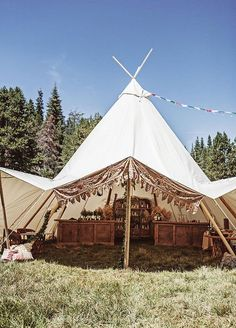 Boho-Inspired Outdoor Wedding That Will Give You Coachella Vibes - Wilkie Safari Wedding, Tipi Wedding, Rustic Wedding, Wedding House, Wedding Bells, Tent Set Up, Tent Design, Yosemite Wedding, Tent Decorations