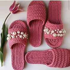 crochet pink slippers with pearls Crochet Sandals, Crochet Boots, Love Crochet, Crochet Clothes, Crochet Baby, Diy Crafts Crochet, Crochet Projects, Crochet Slipper Pattern, Crochet Patterns