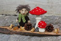 Steen i stugan: Skogsmuckla Baby Barn, Crochet Unicorn, Textiles, Knitted Dolls, Crochet Animals, Crochet Patterns, Crochet Ideas, Teddy Bear, Christmas Ornaments