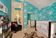 love tori spelling - and love liam's nursery :)