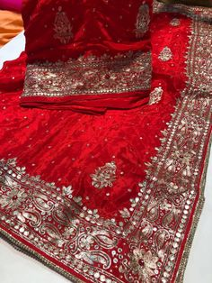 Embroidery Suits Punjabi, Embroidery Suits Design, Hand Embroidery Designs, Embroidery Art, Punjabi Fashion, Indian Fashion, Saree Designs Party Wear, Designer Punjabi Suits, Indian Wear