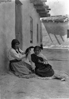 HOPI MOTHER AND DAUGHTER , 1913