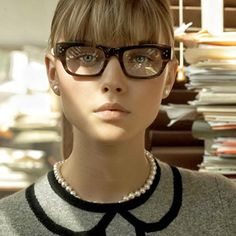 http://www.readoptics.com/blog/2013/10/make-up-tips-for-eyeglass-wearing-ladies/