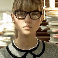 http://www.readoptics.com/blog/2013/10/make-up-tips-for-eyeglass-wearing-ladies/