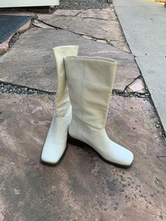 I Found Affordable Vintage Versions of This Season's Expensive It Items White Leather Boots, White Boots, New Handbags, Retro Aesthetic, Fashion Editor, Who What Wear, Mini Bag, Personal Style, Trending Outfits