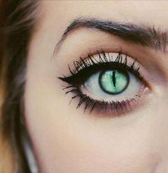 Green eyes | Cat eye | Dragon eye | Shifter eye | Mermaid eye | Slit pupil | Fantasy inspiration