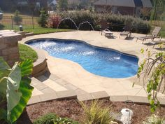 From cascading waterfalls to beautiful fountains, learn about the different water features to pair with your pool and turn your backyard into an outdoor sanctuary.