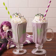 Milkshake A wicked milkshake Mal would love.A wicked milkshake Mal would love. Yummy Treats, Delicious Desserts, Sweet Treats, Dessert Recipes, Yummy Food, Bebidas Do Starbucks, Starbucks Drinks, Milkshake Recipes, Smoothie Recipes