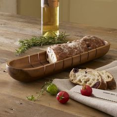 French bread tray with grooves for slicing