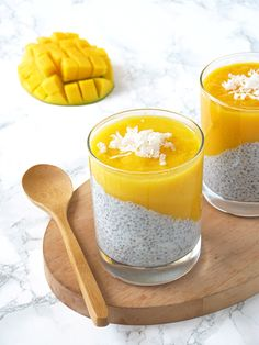 Mango Chia Pudding - Living Fresh Daily Need a tropical getaway? Try this super easy mango coconut chia pudding! Healthy, filling, and deliciously tropical! Mango Chia Pudding, Coconut Chia Pudding, Chai Pudding, Healthy Breakfast Recipes, Brunch Recipes, Healthy Recipes, Brunch Food, Healthy Lunches, Juice Cleanse Recipes