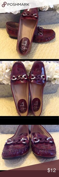 Women's Life Stride Loafer Shoes Size 8 1/2 M Nice pair of red, slip on loafer style shoes from Life Stride! They are shiny with a very light design. Very comfortable and trendy. They are in good used condition ( see photos). Size women's 8 1/2 M Life Stride Shoes Flats & Loafers