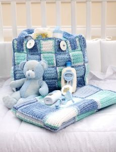 Buy Yarn Online and Find Crochet and Knitting Supplies and Patterns Large Diaper Bags, Baby Diaper Bags, Baby Bags, Diaper Bag Patterns, Baby Patterns, Crochet Baby Clothes, Crochet For Boys, Crochet Diaper Bag, Granny Square Bag