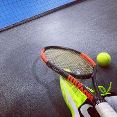 Pinを追加しました!/深夜の #修行 なう。 バックを集中的に。 ボディ狙われた時の抜けながらリターンなども。 まだまだダメダメですが、伸び代しかないのでw 頑張ります #tennis #wilson #burn95cv