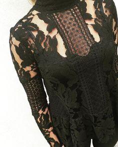 Fabulous Fall Favorite 🙌🍃❤️#kingston #blouse #black #white 398dkk #turtleneck #instafashion #instamood #fashion #cool #trend #lace #fabulous #fall #favorit #musthave #outfit #everyday #nocollection #stylesonly #styleinseason #neonoir #🙌#🍃 #❤️