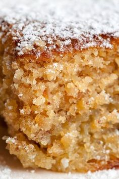 250 grams of sugar. Five eggs. The zest of lemon ½ skin. ½ teaspoon of cinnamon. Icing sugar to decorate. Butter and flour to prepare the mold Sweet Recipes, Cake Recipes, Dessert Recipes, Bread Cake, Almond Cakes, Sweet Cakes, Sweet And Salty, Cupcake Cakes, Cupcakes