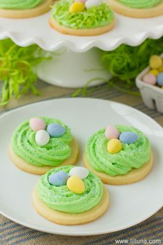 Super easy and cute Easter cupcakes bird nest cupcakes perfect for spring. Easter Cupcakes, Easter Cookies, Easter Treats, Sugar Cookies, Baby Cookies, Heart Cookies, Valentine Cookies, Birthday Cookies, Christmas Cookies