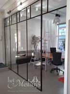 Scheidingswand in staal en glas