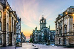 Edinburgh is one pretty special Scottish city! The sights of Edinburgh, such as; the castle, the Royal Mile and Arthur's Seat are pretty well-known but there is a whole heap of other places that every