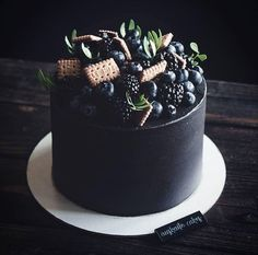 17 Ideas for birthday cake black desserts - Cake Recipes Nutella Ideen Pretty Cakes, Beautiful Cakes, Amazing Cakes, Mini Cakes, Cupcake Cakes, Baking Cupcakes, Cake Baking, Black Dessert, Drip Cakes