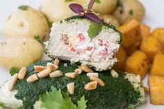 STUFFED CHICKEN BREASTS WITH SPINACH AND PESTO SAUCE