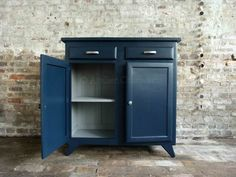 buffet vintage atelier charivari Redo Furniture, Vintage Painted Furniture, Furniture Diy, Upcycled Furniture, Locker Storage, Diy Painting, Recycled Furniture, Sweet Home, Home Diy