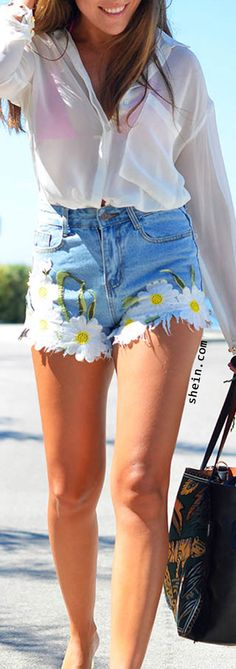 Frayed Embroidered Flower Applique Blue Denim Shorts