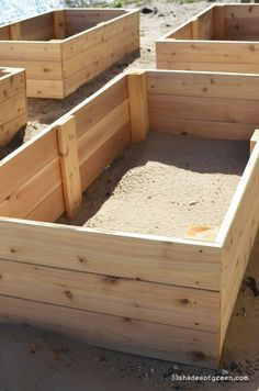 Easy DIY Raised Garden Bed Tutorial | 33 Shades of Green | Bloglovin' #RaisedGarden #raisedgardenbeds
