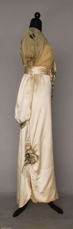 SILK SATIN EVENING GOWN, JEANNE HALLEE, PARIS, c. 1912 Cream lace and silk with 3-D floral applique