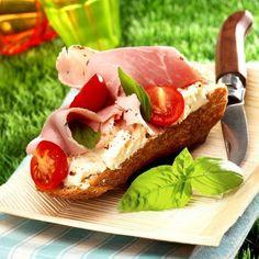 Une autre idée de recette pour mettre en avant les saveurs champêtres du chaource : les tartines ! Simples et efficaces...