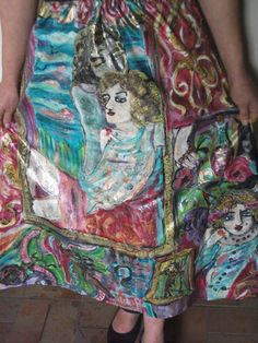 Hand painted skirt made of 100% pure silk.To wash by hand.Size:M.