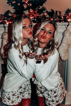 Cute Friend Pictures, Best Friend Pictures, Bff Pics, Friend Pics, Best Friends Shoot, Friends In Love, Christmas Pjs, Christmas Parties, Christmas Presents