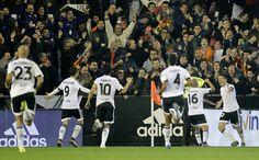 @valenciaoficial Un gran Valencia pone en pie a Mestalla frente al Barcelona. El equipo de Voro iguala el partido en los últimos intantes con un esfuerzo titánico #9ine