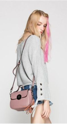 Casual Stylish Woman With Messenger Bag With Tassel-Pink Side View Best Bags, Modern Bohemian, Timeless Fashion, Fashion Bags, Classy, Messenger Bags, Lifestyle, Side View, Stylish