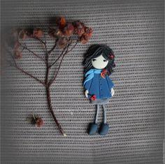 Купить Паола. Брошь - брошь девочка, брошь из полимерной глины, оттенки синего, синяя брошь