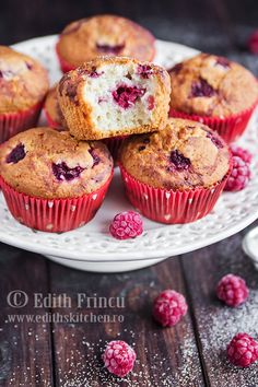 These Paleo muffins remind me of the almond filling of Pithiviers cakes or Galette des Rois (King's Cake). I picked raspberries for this recipe because t. Edith's Kitchen, Aniversary Cakes, Raspberry Muffins, Baking Muffins, Low Carb Sweets, Diabetic Desserts, Breakfast Dessert, Breakfast Ideas, Chocolate Chip Muffins
