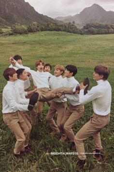 Exo we are one Exo Chanyeol, Exo Ot12, Baekhyun Chanyeol, Kpop Exo, Chanbaek, Exo Group Photo, Exo For Life, Nct, Exo Lockscreen