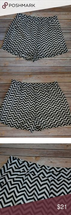 """Large Chevron Shorts Alythea Shorts Size L Great Pre-owned Condition  No flaws! 13"""" Waist 14"""" Length Alythea Shorts"""