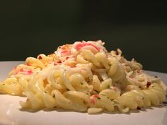 Pasta with imitation crab in garlic and cream sauce Imatation Crab Recipes, Healthy Pasta Recipes, Yummy Recipes, Recipies, Cooking Recipes, Pasta With Imitation Crab, Crab Meat Pasta, Pasta Cremosa, Surimi Recipes