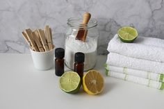 Baking soda toepassingen: maak je eigen huisgeur Homemade Cleaning Products, Natural Cleaning Products, Laundry Detergent Recipe, Washing Soda, Household Organization, How To Whiten Underarms, Spring Cleaning, Home Remedies, Cleaning Supplies