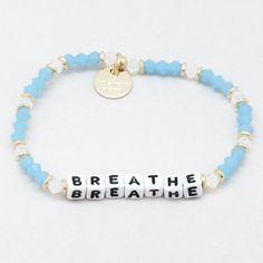 Picture of a Azul Breathe Friendship Bracelet Letter Bead Bracelets, Pony Bead Bracelets, Kandi Bracelets, Making Bracelets With Beads, Beaded Braclets, Cute Bracelets, Pony Beads, Bracelet Making, Friendship Bracelets