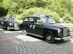 Retro wedding cab!