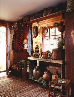 Home & Interior Design: Style Guide: Early American, Primitive You are in the right place about hipp Primitive Bedroom, Primitive Homes, Primitive Kitchen, Country Primitive, Prim Decor, Country Decor, Farmhouse Decor, Primitive Decor, Country Homes