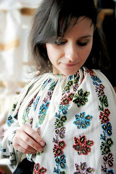 Folk Fashion, Fashion Today, Royals, Brooch, Costumes, Traditional, Band, Jewelry, Sash