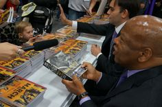 @Comic_Con attendee brought a copy of @repjohnlewis' autobiography for him to sign #SDCC