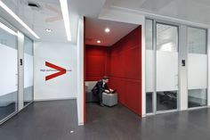 Phone booth_Accenture Roma by DEGW Italia #phonebooth #accenture #degwitalia #office #ufficio #noise #furniture #red #rosso