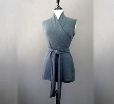 Sleeveless shawl wrap shirt wrap top in grey or more von econica