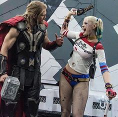 Behine the scenes BTS Thor Harley Quinn Chris Hemsworth Margot Robbie Harley Quinn Cosplay, Joker And Harley Quinn, Marvel Vs, Marvel Dc Comics, Laura Gilbert, Margot Robbie Harley Quinn, Gotham City, Best Cosplay, Dc Heroes