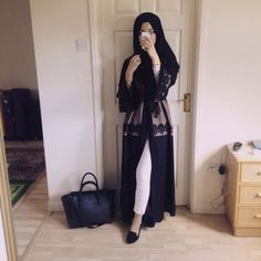 If only the abaya was closed more on the legs or looser pants Arab Fashion, Islamic Fashion, Muslim Fashion, Modest Fashion, Fashion Jobs, Fashion Wear, Korean Fashion, Fashion Jewelry, Hijab Outfit